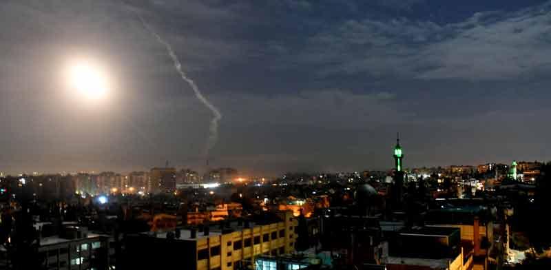 טילים מעל בתי דמשק/  צילום: רויטרס, SANA