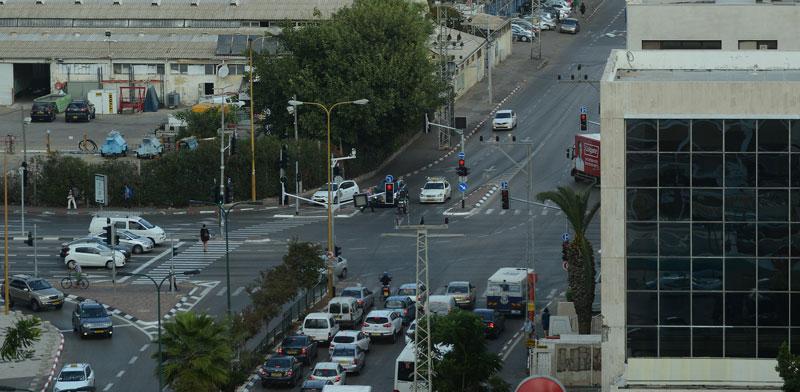 רחוב יגאל אלון בתל אביב / צילום: איל יצהר