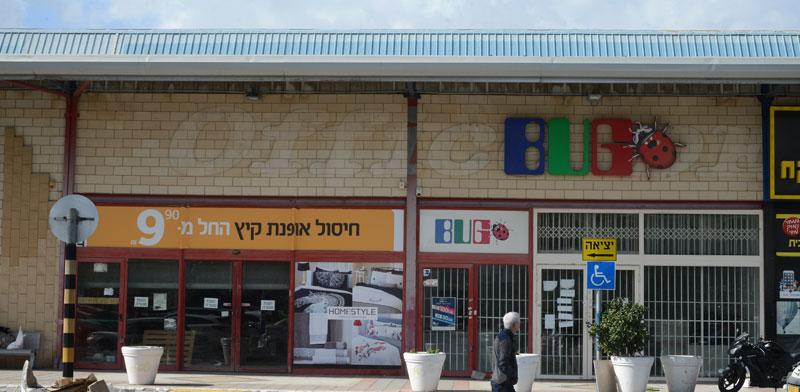 חנויות סגורות במתחם ירקונים / צילום: איל יצהר