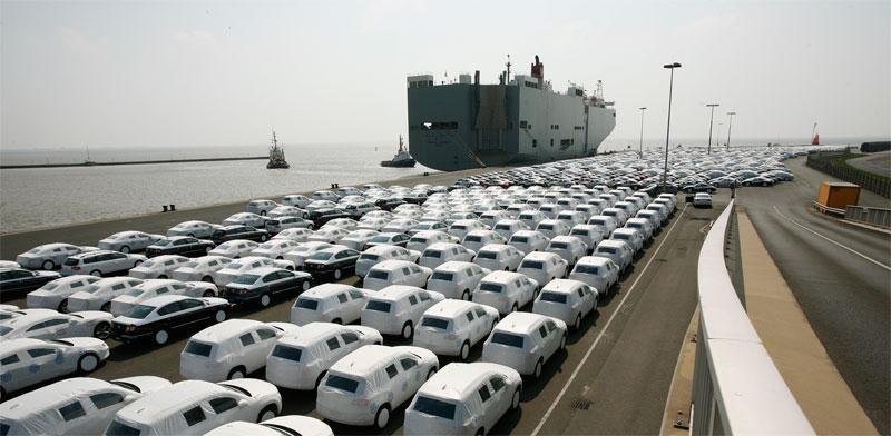 """כלי רכב בגרמניה ממתינים ליצוא לחו""""ל / צילום: רויטרס, Christian Charisius"""