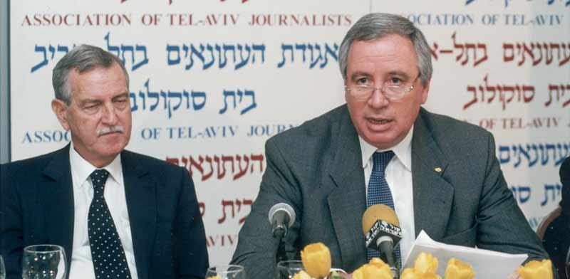 שלמה פיוטרקובסקי ויגאל ארנון ב-2006 / צילום: קובי קנטור