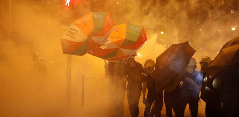 מפגינים בהונג קונג / צילום: רויטרס