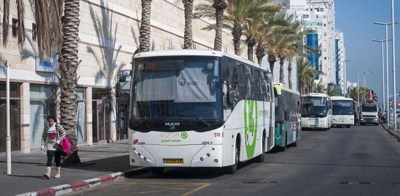 אוטובוס של חברת אפיקים באשדוד / צילום: Shutterstock א.ס.א.פ קריאייטיב