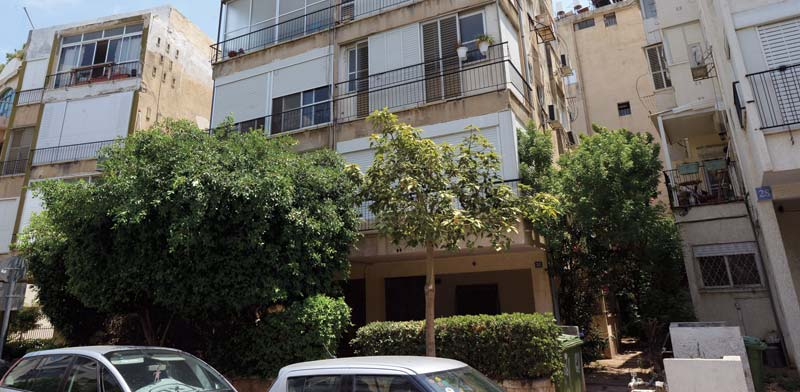 הבניין ברחוב בר-כוכבא בתל-אביב, שבו אחת הדירות במחלוקת / צילום: איל יצהר