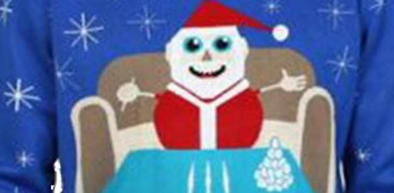 וולמארט הסירה סוודרים של סנטה קלאוס יושב מול שורות קוקאין