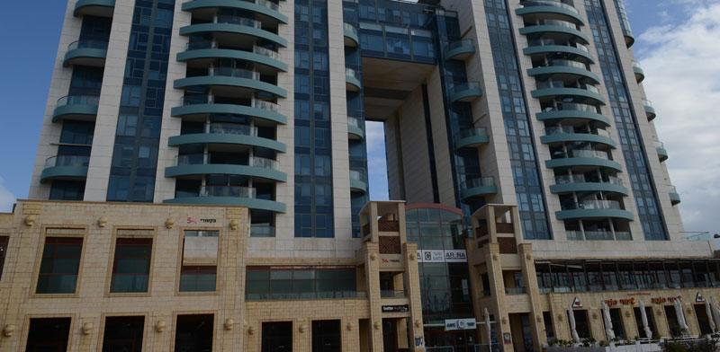 בניין המרינה בהרצליה / צילום: איל יצהר