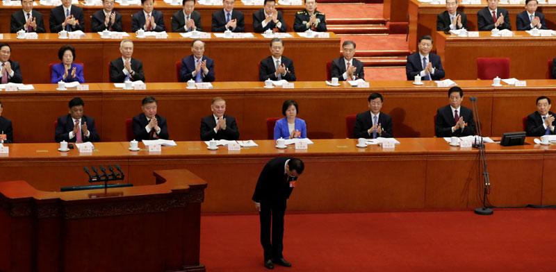 ראש ממשלת סין משתחווה אחרי שנאם בכינוס השנתי של הפרלמנט הסיני/ צילום: רויטרס, Jason Lee