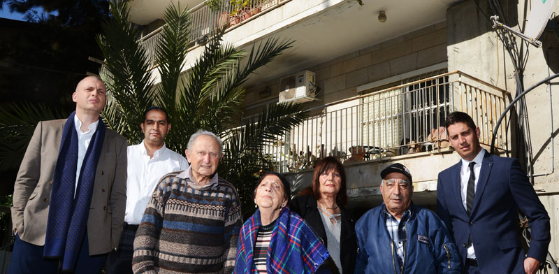 דיירים בפרויקט תמא 38 תקוע, רחוב עין גדי 27 ירושלים/ צילום: איל יצהר
