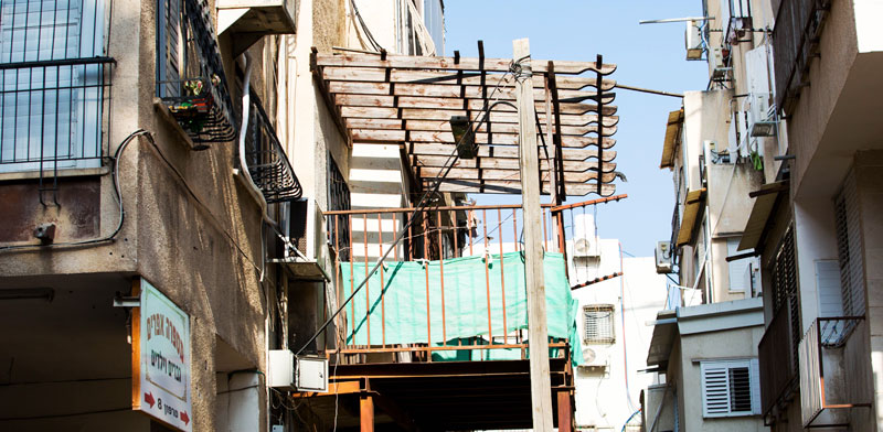 מרפסת סגורה מאולתרת, בני ברק / צילום: שלומי יוסף