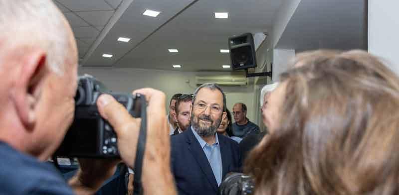 אהוד ברק מגיע למסיבת עיתונאים / צילום: כדיה לוי