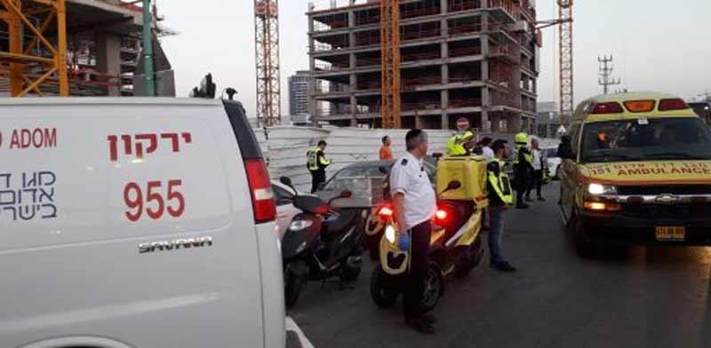 """תאונה באתר בנייה בפ""""ת./  צילום: מד""""א"""