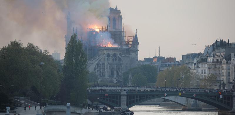הנוטרדאם עולה באש / צילום: רויטרס