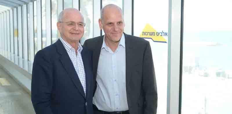 """בצלאל מכליס, מנכ""""ל ונשיא אלביט, ומיקי פדרמן / צילום: איל יצהר"""