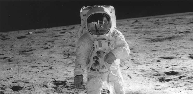 האסטרונאוט באז אולדרין מהלך על אדמת הירח, 1969 / צילום: רויטרס