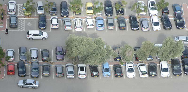 חניון רכבים / צילום :איל יצהר