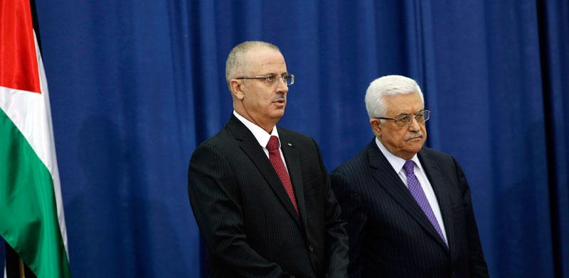 """יו""""ר הרשות אבו מאזן וראש הממשלה הפלסטינית ראמי חמדאללה / צילום: רויטרס: Mohamad Torokman"""