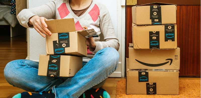 חבילות של אמזון / צילום: Shutterstock, א.ס.א.פ קריאייטיב