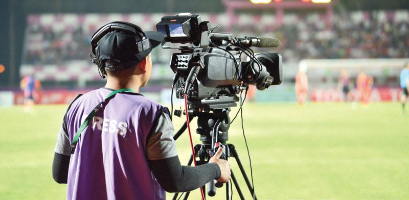 צילום משחק כדורגל לטלוויזיה/צילום:  Shutterstock/ א.ס.א.פ קריאייטיב