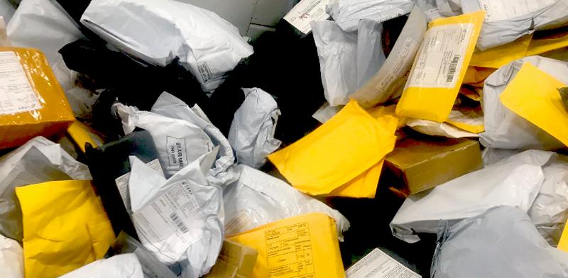 חבילות בדואר / צילום: מיכל רז-חיימוביץ'