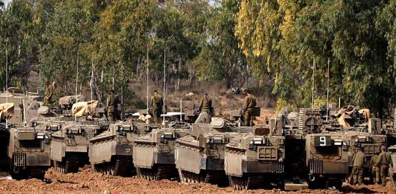 """חיילי צה""""ל על גבול רצועת עזה / צילום: רויטרס"""