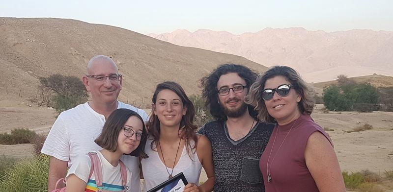אורי תדמור ומשפחתו / צילום: אלבום פרטי