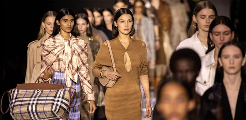 תצוגת אופנה של המותג ברברי / צילום: Vianney Le Caer/Invision, AP