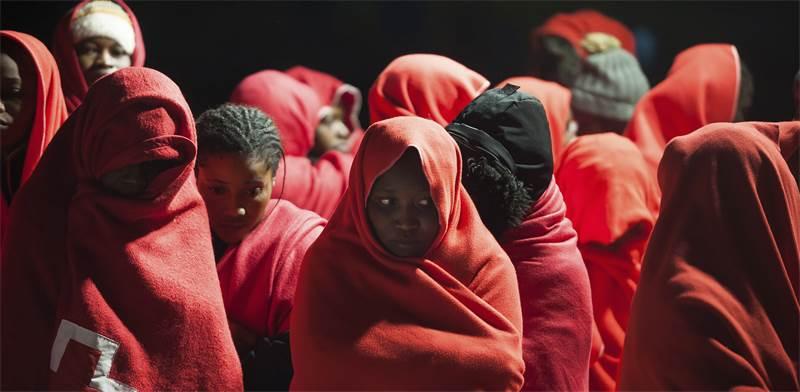 מהגרים שנתפסו על ידי הכוחות היימים של ספרד  / צילום: Jesus Merida, AP