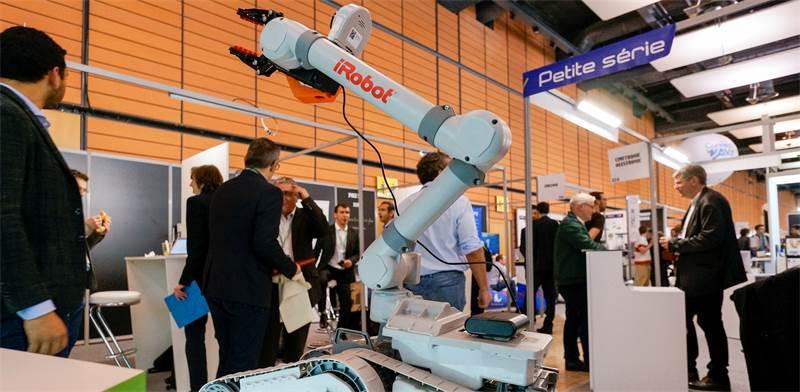 דגם של איירובוט עם זרוע / צילום: Robert Pratta, רויטרס