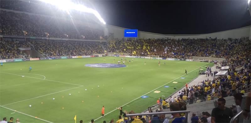 אוהדי מכבי תל אביב באיצטדיון בלומפילד / צילום: אביחי טבק