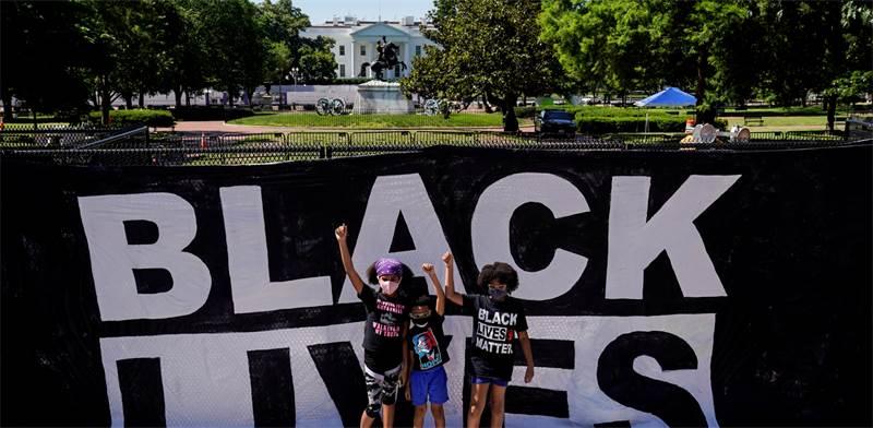 דור העתיד של לוחמי הצדק והשוויון מול הבית הלבן / צילום: רויטרס