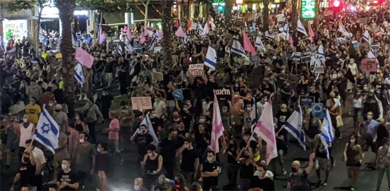 מפגיניים נגד ראש הממשלה בתל אביב ב-17 באוקטובר / צילום: רון טוביה, גלובס