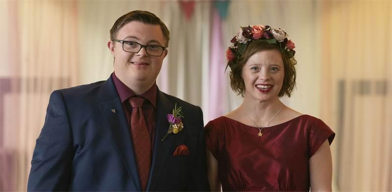 """ראלף וקייטי מהגרסה הבריטית של הסדרה פלפלים צהובים / צילום: James stack, יח""""צ"""