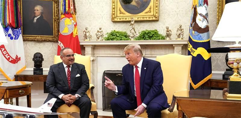 דונלד טראמפ ויורש העצר של בחריין, סלמאן בין חאמד אל חליפה / צילום: Chris Kleponis/Pool/ABACAPRESS.COM, רויטרס