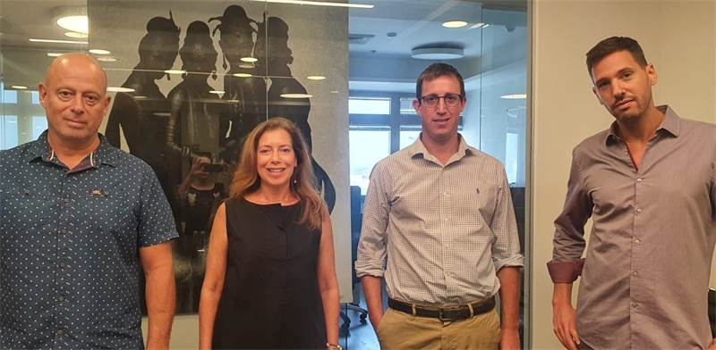 "אביעד גרינפלד, סמנכ״ל כספים בקבוצת אבנון; אבי לובצ׳יק, סמנכ״ל פיתוח עסקי בקפיטל נייצ׳ר; ענת צור סגל, מנכ""לית קפיטל נייצ׳ר; תומר אבנון, בעלי קבוצת אבנון / צילום: איתן סננס, יח""צ"