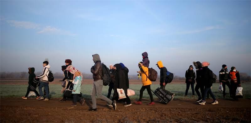 פליטים בגבול יוון-טורקיה / צילום: Emre Tazegul, AP