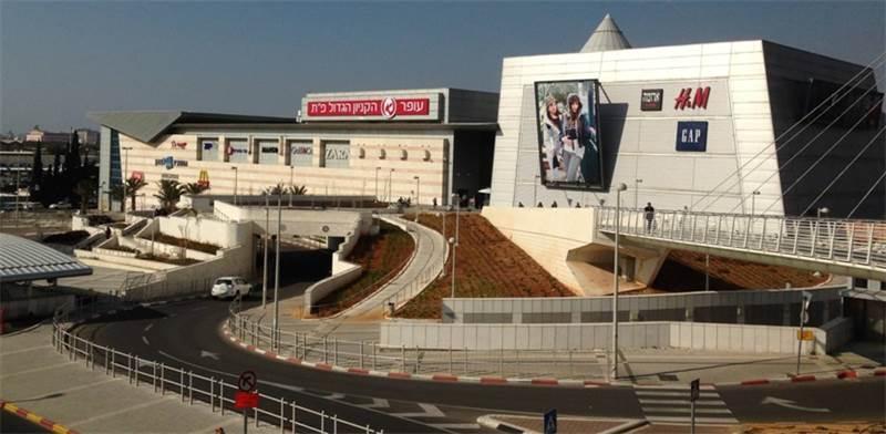 """הקניון הגדול בפ""""ת / צילום: סיון פרג'"""