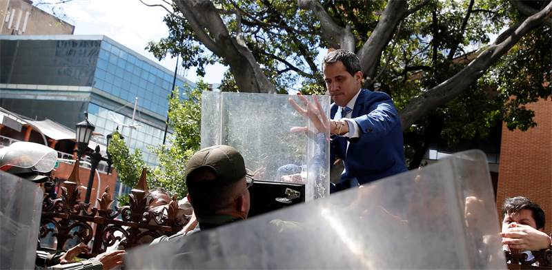 חואן גואידו מנסה להיכנס לפרלמנט הונצואלי  / צילום: Manaure Quintero, רויטרס