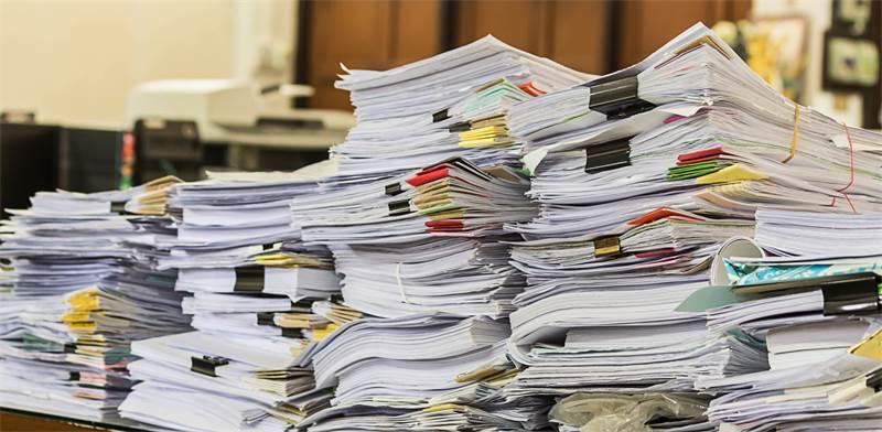 ערימות מסמכים / צילום: שאטרסטוק