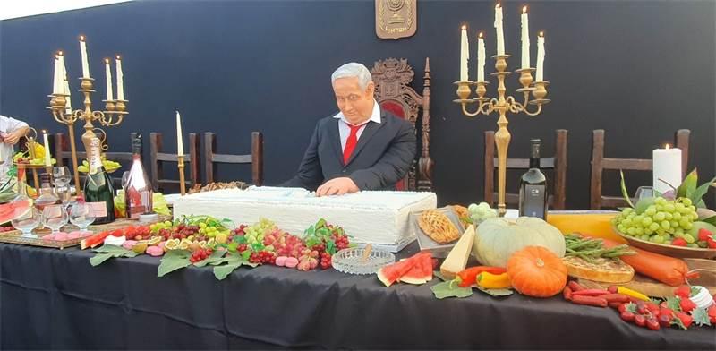 """מיצב """"הסעודה האחרונה"""" בכיכר רבין בת""""א / צילום: בר לביא, גלובס"""