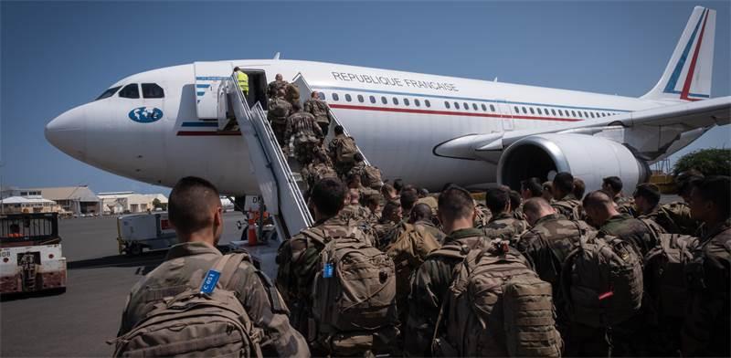 חיילים צרפתים חוזרים ממשימה באפריקה / צילום: Fred Marie, רויטרס