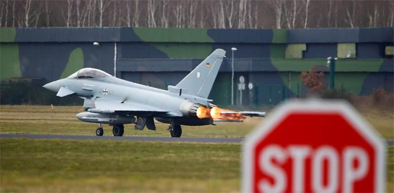 מטוס חיל האוויר הגרמני ממריא / צילום: Wolfgang Rattay, רויטרס