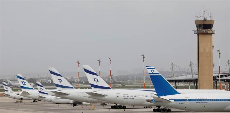 """מטוסי אל על חונים בנתב""""ג לאחר שהשמיים נסגרו בחודש מרץ / צילום: Ariel Schalit, AP"""