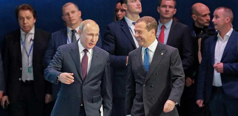 פוטין ומדבדב בוועידה מפלגתית לפני חודשיים במוסקבה /צילום: רויטרס, POOL