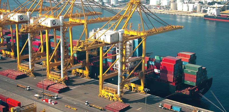 נמל ג'בל עלי בדובאי. יכול לאחסן בכל רגע נתון מעל 27 אלף מכוניות / צילום: shutterstock, שאטרסטוק