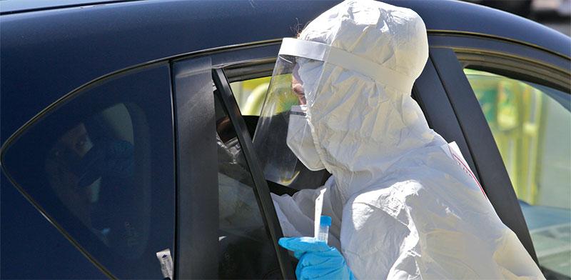 Drive through Covid-19 test station  / Photo: Shutterstock, Shutterstock.com