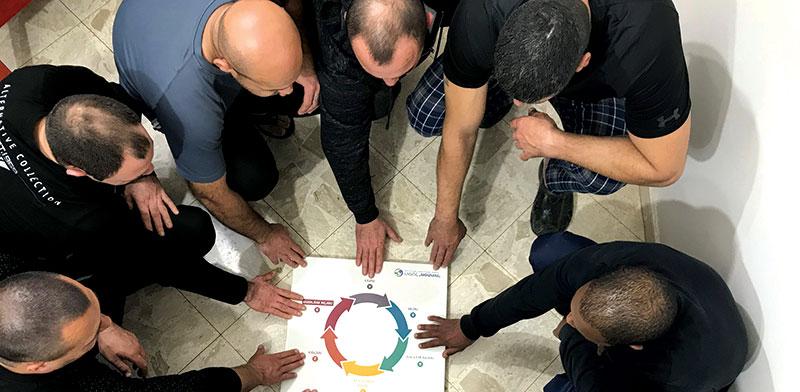 """אסירים בהוסטל השיקומי """"מפתחות"""". לגברים שהורשעו בעבירות אלימות במשפחה / צילום: הרשות לשיקום האסיר"""