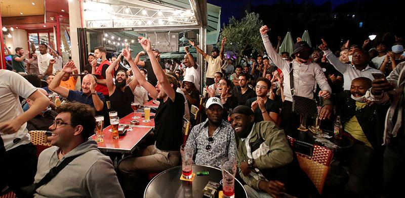 חיי הלילה בפריז. אלה ההתכנסויות שאירופה, על פי הרשויות, נכנסת לגל שני / צילום: Charles Platiau, רויטרס