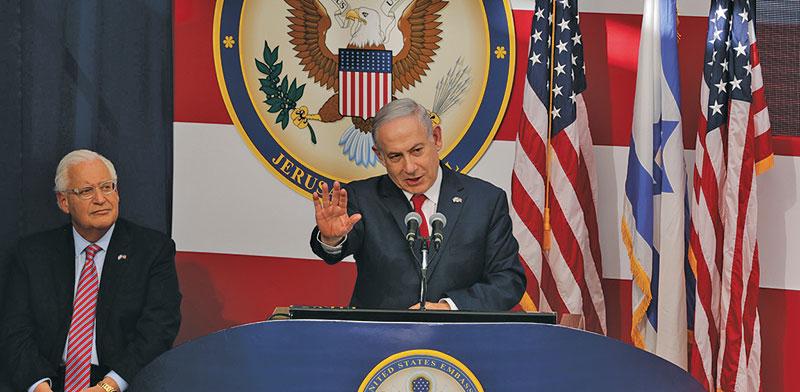"""רה""""מ נתניהו והשגריר האמריקאי פרידמן בטקס חנוכת השגרירות בירושלים, מאי 2018 / צילום: Sebastian Scheiner, Associated Press"""