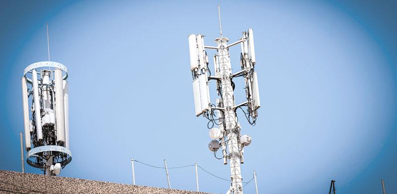 אנטנות סלולריות בחולון. הקורונה הציפה בעיות / צילום: shutterstock, שאטרסטוק