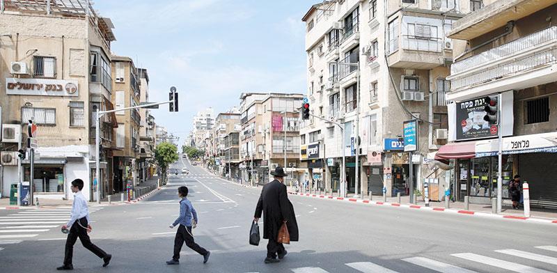 רחוב בבני ברק / צילום: Ariel Schalit, Associated Press